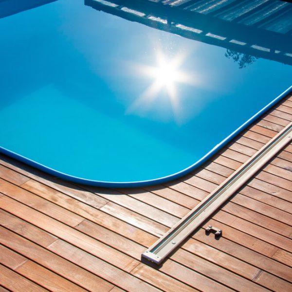 Drevená podlaha okolo bazéna Bratislava