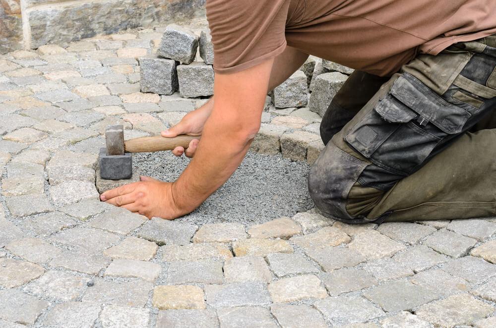 Pokládka dlažby z prírodného kameňa Položíme